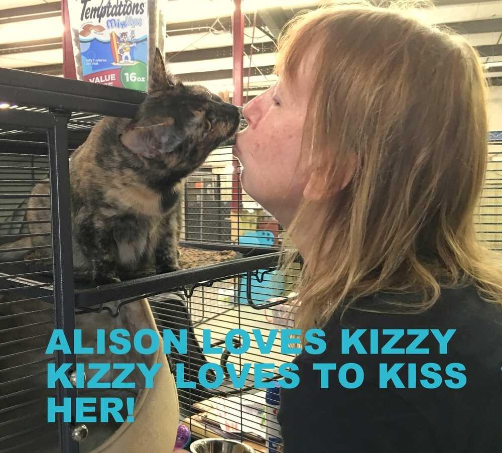 Kizzy kissing